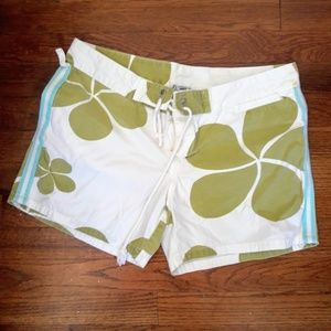 BEACH SHORTS SIZE M WHITE WITH GREEN FLOWERS